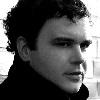 """Ian Pooley: """"Hru na automatický bubeník zvládám bravurně oběma rukama. :)"""""""